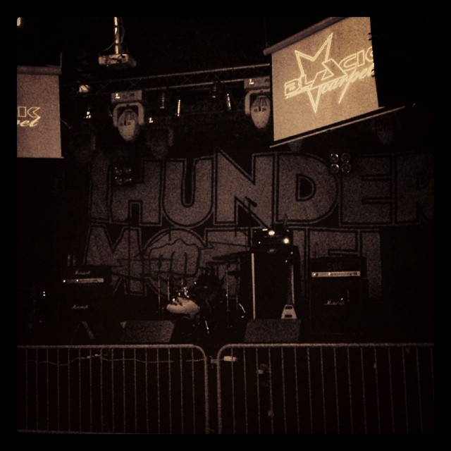 Snart äntrar de scen! #rblive #rockbladet #thundermother #blackcarpet #releaseparty #rocknrolldisaster #warnermusic